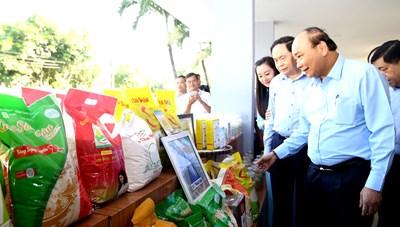 Thủ tướng, Chủ tịch UBTƯ MTTQ Việt Nam cùng đối thoại với nông dân