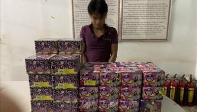 Bình Phước: Bắt giữ đối tượng dùng xe cẩu vận chuyển pháo lậu