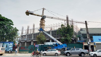 Vụ Tập đoàn Hoành Sơn xây khách sạn 20 tầng: Niêm phong cổng vào vì cần trục tháp chưa được thẩm định