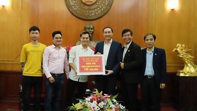 BẢN TIN MẶT TRẬN: Phó Chủ tịch Phùng Khánh Tài tiếp nhận ủng hộ phòng chống dịch Covid-19