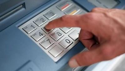 Cảnh báo thủ đoạn dùng thẻ ATM giả để rút tiền