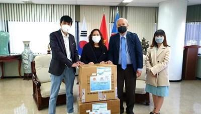 3.000 khẩu trang gửi tới cộng đồng người Việt tại Hàn Quốc