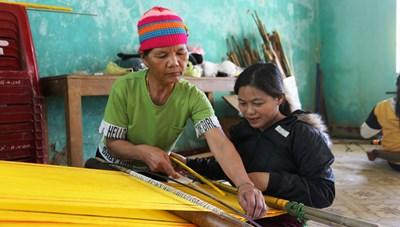 Phục hồi nghề dệt thổ cẩm trên dãy Trường Sơn