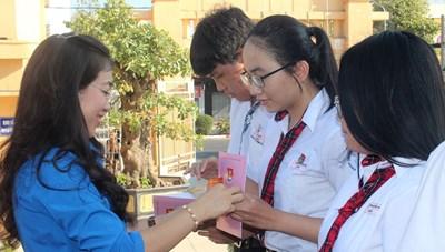 Đồng Nai: Thành đoàn Biên Hòa kết nạp 300 đoàn viên mới