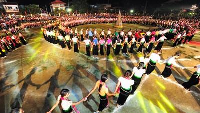 Tôn vinh văn hóa dân tộc Thái