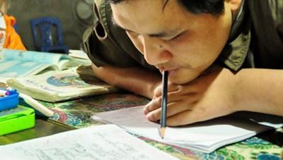 [VIDEO] Lớp học miễn phí của người thầy viết chữ bằng miệng