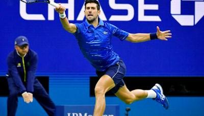US Open 2019: Gặp chấn thương vai, Djokovic nén đau để giành quyền đi tiếp