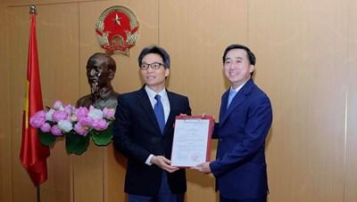 Trao quyết định bổ nhiệm ông Trần Văn Thuấn làm Thứ trưởng Bộ Y tế