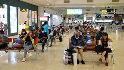 Hành khách vẫn phải thực hiện giãn cách khi đi máy bay