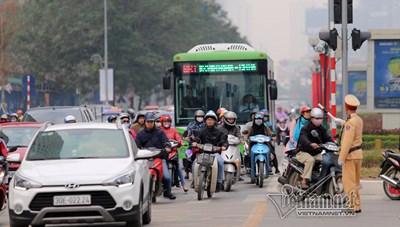 Hà Nội chưa đồng ý cho các phương tiện khác đi vào làn buýt BRT