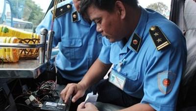 Hà Nội: Hơn 400 xe vi phạm giao thông chưa nộp phù hiệu bị thu hồi