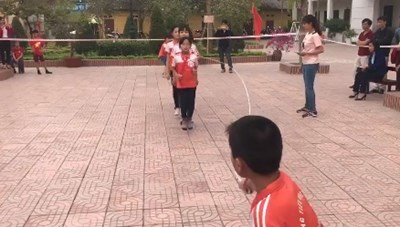 Học sinh nhảy dây đều như máy liên tục 500 lượt trong 3 phút