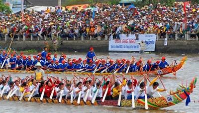 Hơn 60 đội tham gia đua ghe Ngo tại Lễ hội Oóc Om Bóc