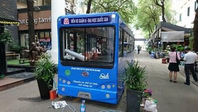 Khai trương xe buýt sách ở Đường sách TP HCM