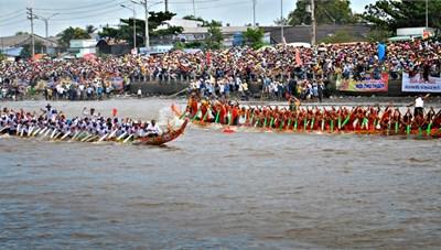 Lễ hội Oóc Om Bóc - đua ghe Ngo