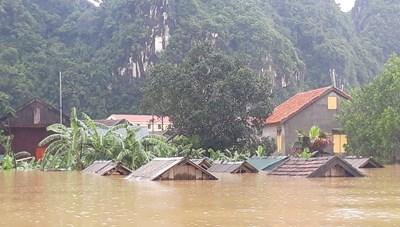 Quảng Bình: 400 ngôi nhà ở Tân Hóa ngập sâu trong nước