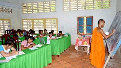 Mỗi năm Trà Vinh dành hơn 2 tỷ đồng hỗ trợdạy và học chữ Khmer trong nhà chùa