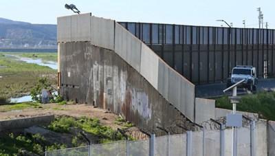 Mỹ khởi công đoạn tường biên giới 73 triệu USD giáp Mexico