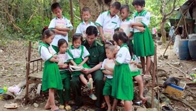 Những nhà giáo mang quân hàm xanh