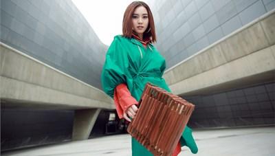 Ninh Dương Lan Ngọc 'chơi màu' ấn tượng tại Seoul Fashion Week
