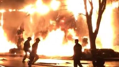 Phòng giao dịch của Ngân hàng VPBank bốc cháy dữ dội