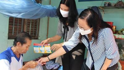 Mặt trận Cần Thơ trao 2.500 bộ dụng cụ chống dịch Covid-19 cho hộ nghèo