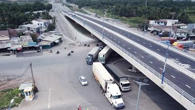 Thông xe cầu vượt vòng xoay Mỹ Thủy