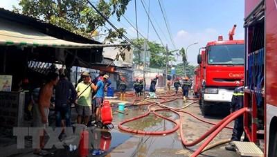 TP Hồ Chí Minh: Cháy xưởng sản xuất gỗ 700 m2