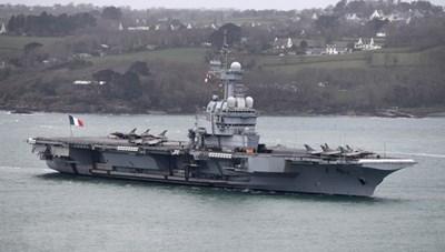 Tàu sân bay của Pháp trở về nước do xuất hiện các trường hợp nghi mắc
