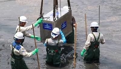 Hà Nội: Tháo dỡ hệ thống thí điểm làm sạch sông Tô Lịch