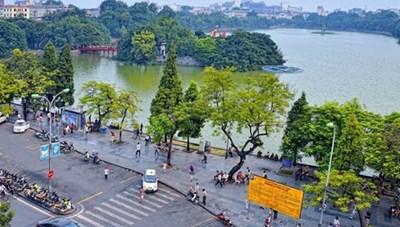 Phố đi bộ Hồ Hoàn Kiếm chính thức trở lại hoạt động