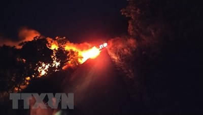 Gia Lai: Xe bồn chở 12.000 lít xăng đột ngột bốc cháy giữa đường