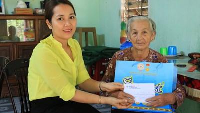 Điện lực Quảng Nam thăm các Mẹ Việt Nam Anh hùng
