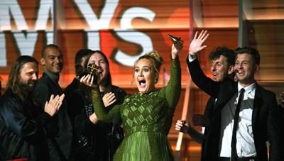Adele 'thống trị' Grammy 2017