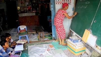 Lớp học miễn phí của cô giáo vùng biên 74 tuổi