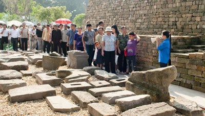 Bàn giao hiện vật cho Trung tâm Bảo tồn Di sản Thăng Long