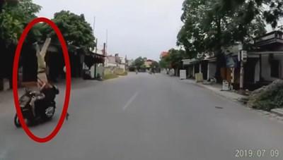 [VIDEO] Khoảnh khắc thanh niên 16 tuổi đâm CSGT bay lên không trung ở Hải Phòng