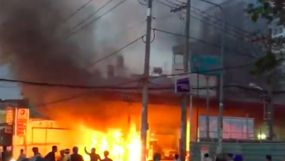 Cây xăng cháy lớn, bốc khói đen kịt, người dân hoảng sợ bỏ chạy