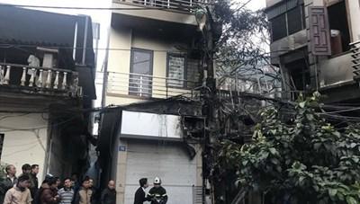 Cháy quán karaoke trên phố Nguyễn Khiết, lửa lan sang nhà xung quanh