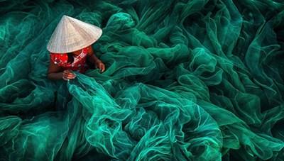 'Cô gái đan lưới' đoạt đạt giải nhất cuộc thi ảnh quốc tế Siena