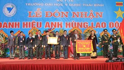 Đại học Y Dược Thái Bình đón danh hiệu Anh hùng Lao động