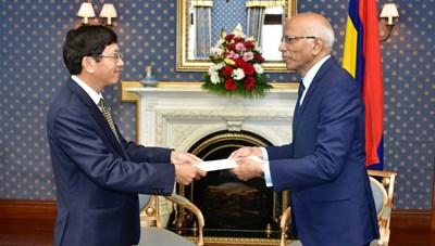 Đại sứ Việt Nam Lê Huy Hoàng trình Quốc thư tại Mauritius