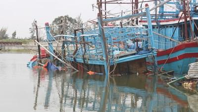 Đang hành nghề trên biển, một ngư dân bị rớt xuống biển mất tích