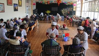 Dịch vụ chăm sóc người cao tuổi: Khoảng trống còn lớn