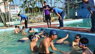 Đức Phổ (Quảng Ngãi): Tổ chức lớp học bơi miễn phí cho thiếu nhi