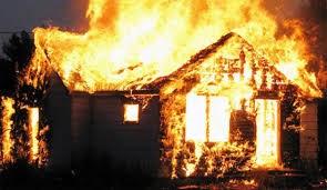 Dùng xăng đốt nhà vợ cũ, 3 người tử vong