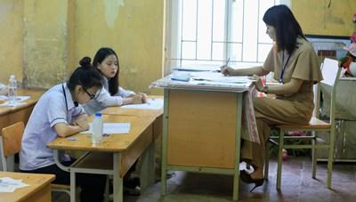 Hạ điểm chuẩn lớp 10 THPT Hà Nội: Nhiều cơ hội vào trường công