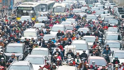 Hạn chế xe máy cùng với  cải thiện giao thông công cộng