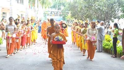 Hàng ngàn người dân TP HCM dự Đại lễ Vu Lan