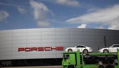 Hãng xe Porsche đối mặt án phạt mới do bê bối khí thải